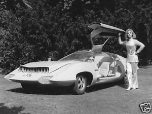 UFO-TV-SERIES-GERRY-ANDERSON-WANDA-VENTHAM-PHOTO