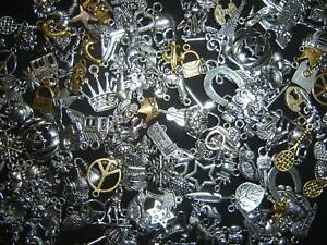 LoT-Of-200-PiEcEs-MiXeD-ThEMe-ChArMs-PeNdAnTs-WoW