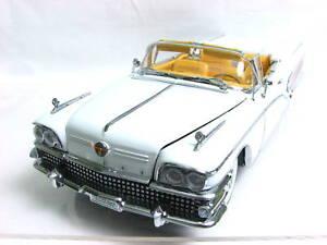 SunStar-1958-Buick-Limited-Wells-Fargo-Conv-1-18-White-Diecast-Car