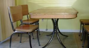 Vintage-Formica-Table-w-Leaf-amp-4-Chairs-Tan-Woodgrain