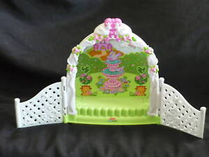 Fisher Price Little People Garden Wedding Trellis NEW