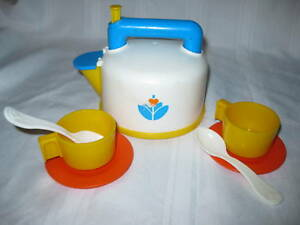 fisher price fun with food whistling tea kettle set pot coffee tea pot cup spoon. Black Bedroom Furniture Sets. Home Design Ideas