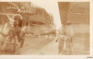 HORSE-DRAWN-CARRIAGES-STREET-SCENE-IN-PANAMA-RP