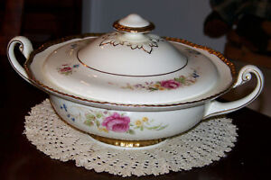 Royal-Doulton-Curnock-Rose-V1910-Round-Covered-Bowl