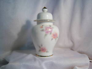 Fine-china-from-Japan-Vase-with-lid-Mint