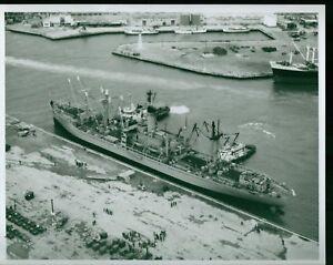 VINTAGE-8X10-PHOTO-NAVY-USNS-PROVO-SHIP-BOAT-OKINAWA