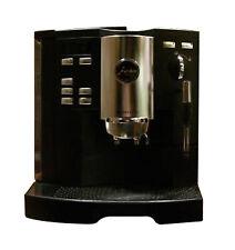 Kaffeevollautomaten mit abnehmbarem Abtropfbehälter
