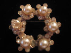 Vintage-Rhinestone-Imitation-Pearl-Wreath-Pin-AS-IS-Pen