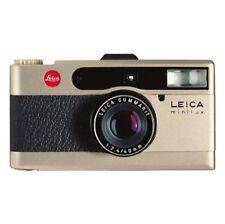 Analoge Leica Kameras mit eingebautem Blitz und Autofokus