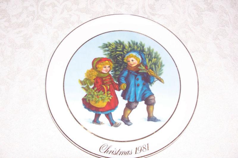 Avon Christmas Plate Cherish Memories Series Sharing the Christmas Spirit 1981