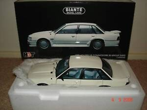 1:18 Biante Peter Brock HDT VK SS Group 3 Commodore Alpine White
