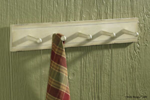 WOOD-5-PEG-WALL-BOARD-HANGER-HOLDER-DISTRESSED-IVORY-FINISH-COTTAGE-CHIC