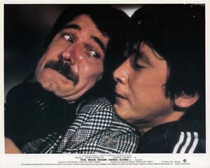 MAN-FROM-HONG-KONG-original-photo-GEORGE-LAZENBY-YU-WANG-color-lobby-still