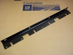 05-06-07-08-09-10-11-C6-CORVETTE-NEW-GM-FRONT-BUMPER-FASCIA-UPPER-CENTER-BRACKET