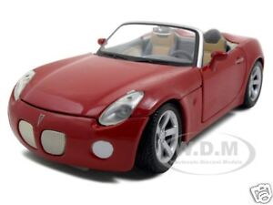 2006 PONTIAC SOLSTICE RED 1:24 DIECAST MODEL CAR BY MAISTO 31993