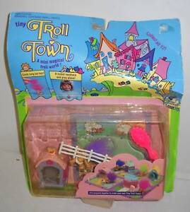 7875-RARE-NOC-Galoob-Tiny-Troll-Town-Happy-Pink-Barn-Playset