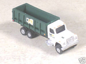 N-Scale-2000-International-WM-Green-Dumpster-Truck
