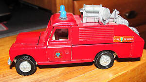 DINKY-TOYS-FIRE-CHIEF-LAND-ROVER-109-WB-MADE-IN-ENGLAND