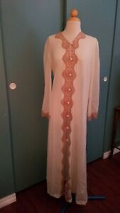 Vintage Emilio Pucci For Formfit Rogers Medium Long Light Robe Beige Brow Lace