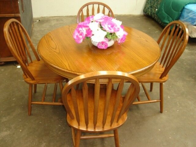 Solid Wood Round Oak Dining Table W 4 Chairs HOUSTON ONLY 260