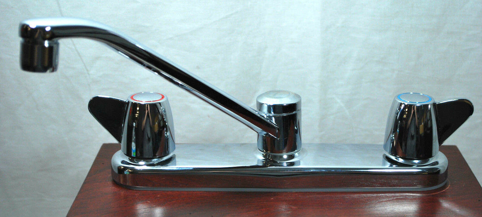 MOEN 47613 Flagstone 2-Handle Wing Kitchen Faucet w/ Spray (Chrome ...