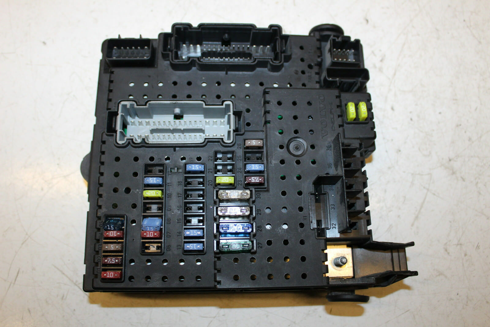 Volvo Xc90 D5 24 2004 Rear Fuse Box 31314981 30786646 4982 In 1 Of 3only Available