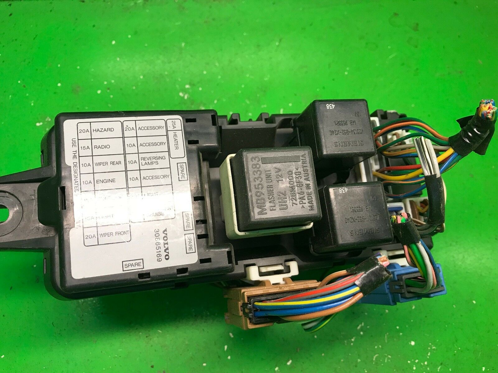 Volvo V40 S40 Fuse Box RELAY 438 electrical fusebox 30865169, MB953383,  MB953381 1 of 12Only 1 available ...