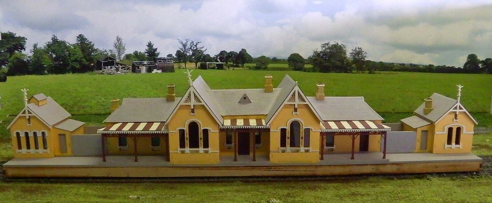 Buying Used Ho Scale Building