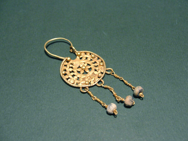 Ancient Gold Earring Roman 100-300 Ad