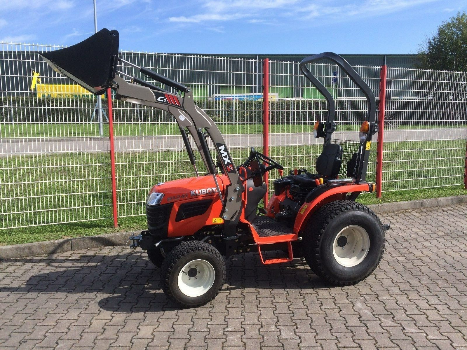 kubota b1241 traktor mit frontlader mx c1 kleintraktor. Black Bedroom Furniture Sets. Home Design Ideas