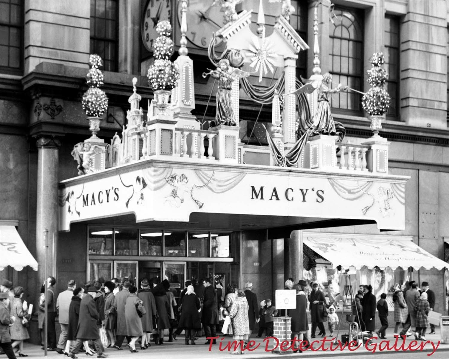 MACY\'S ENTRANCE AT Christmastime, New York City - 1940s - Historic ...