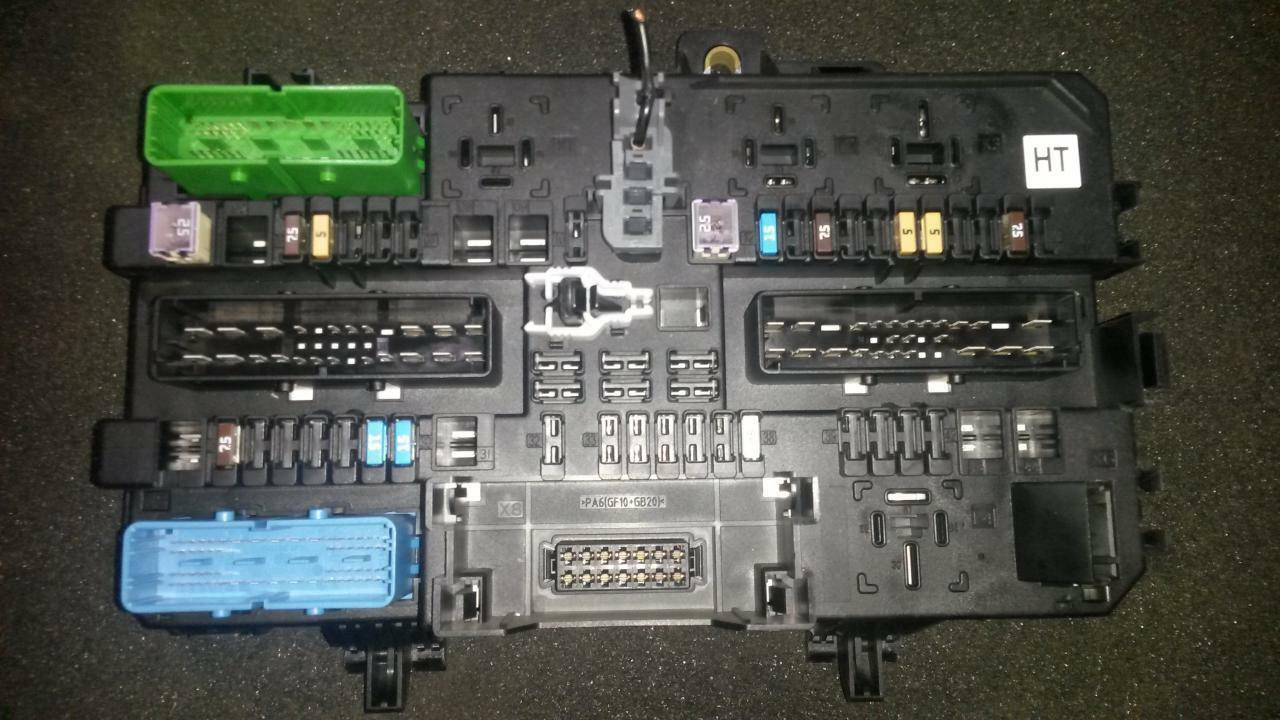Id107857 13222173 5dk008669 32 Opel Astra Fuse Box 4800 1 6 Of 1only Available