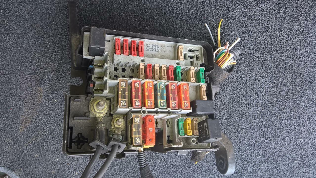 id98263: 9628024480 11559 Peugeot 206 Fuse box 1 of 1Only 1 available See  More