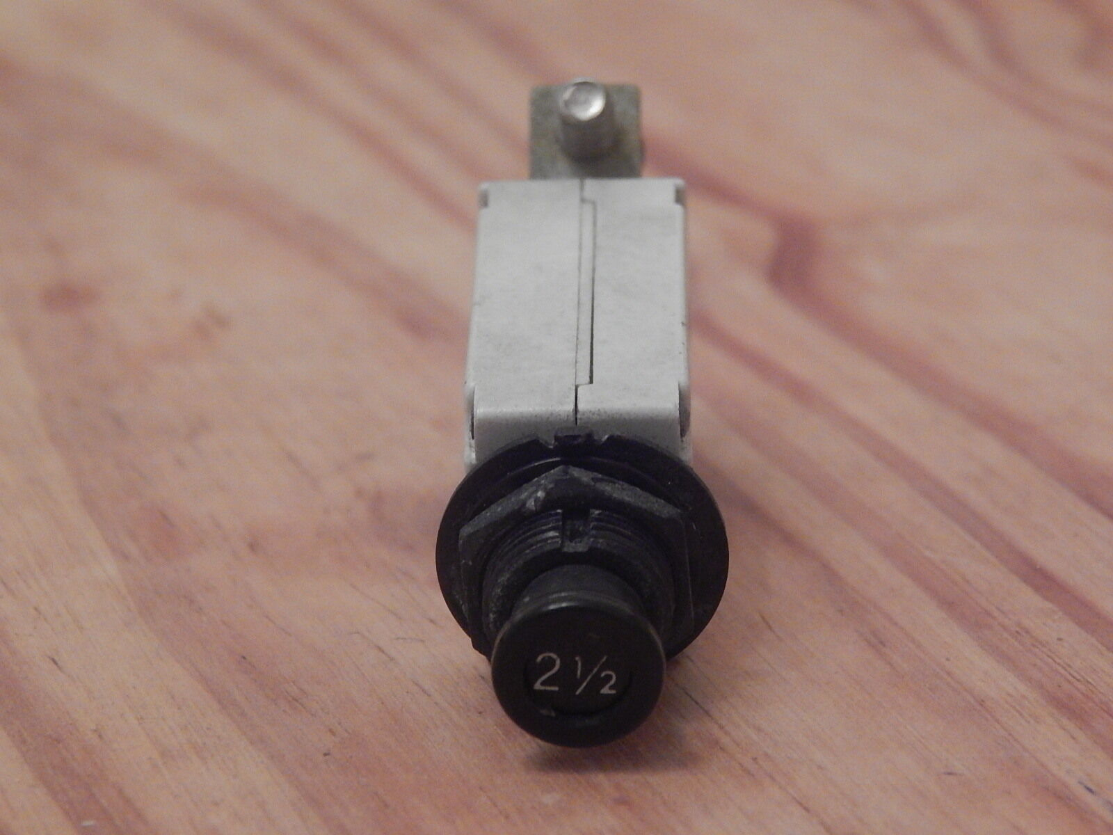 Aircraft Klixon 2 1 Amp Circuit Breaker 7274 49 Mfd 0277a 7277 5 Ebay Of 5only Available