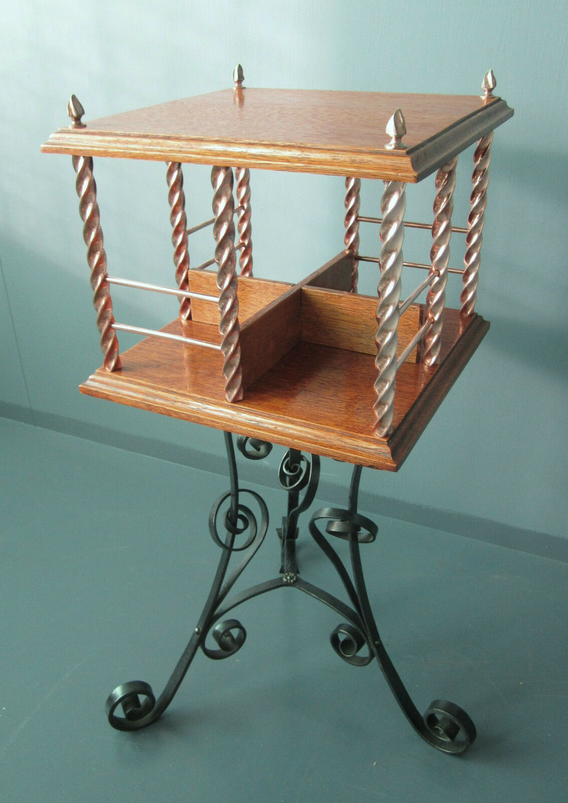 Antique Arts And Crafts Revolving Bookcase In Oak, Copper And Iron - Victorian.