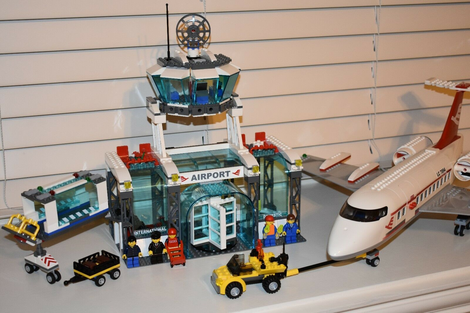 Lego 7894 City Airport Set 100 Complete With Minifigures Rare