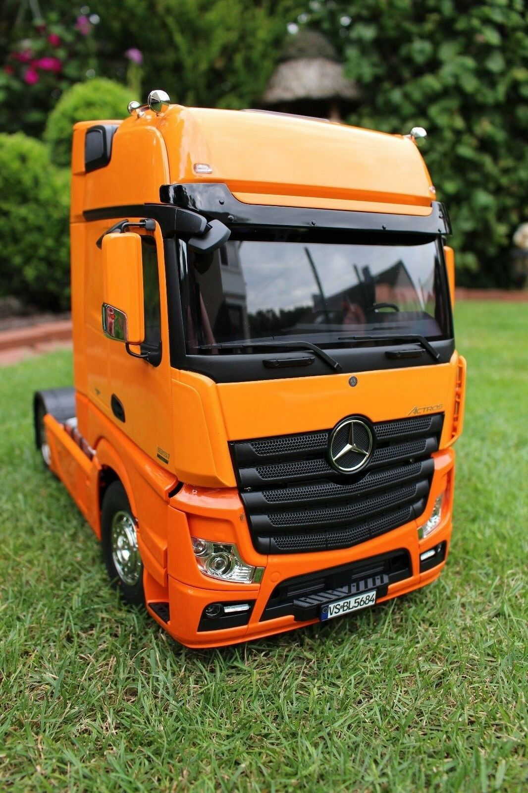 tamiya mercedes benz actros man scania fertig. Black Bedroom Furniture Sets. Home Design Ideas