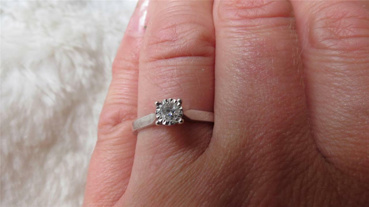 9CT WHITE Gold 10PT Round Brilliant Cut Diamond Engagement Solitaire ...