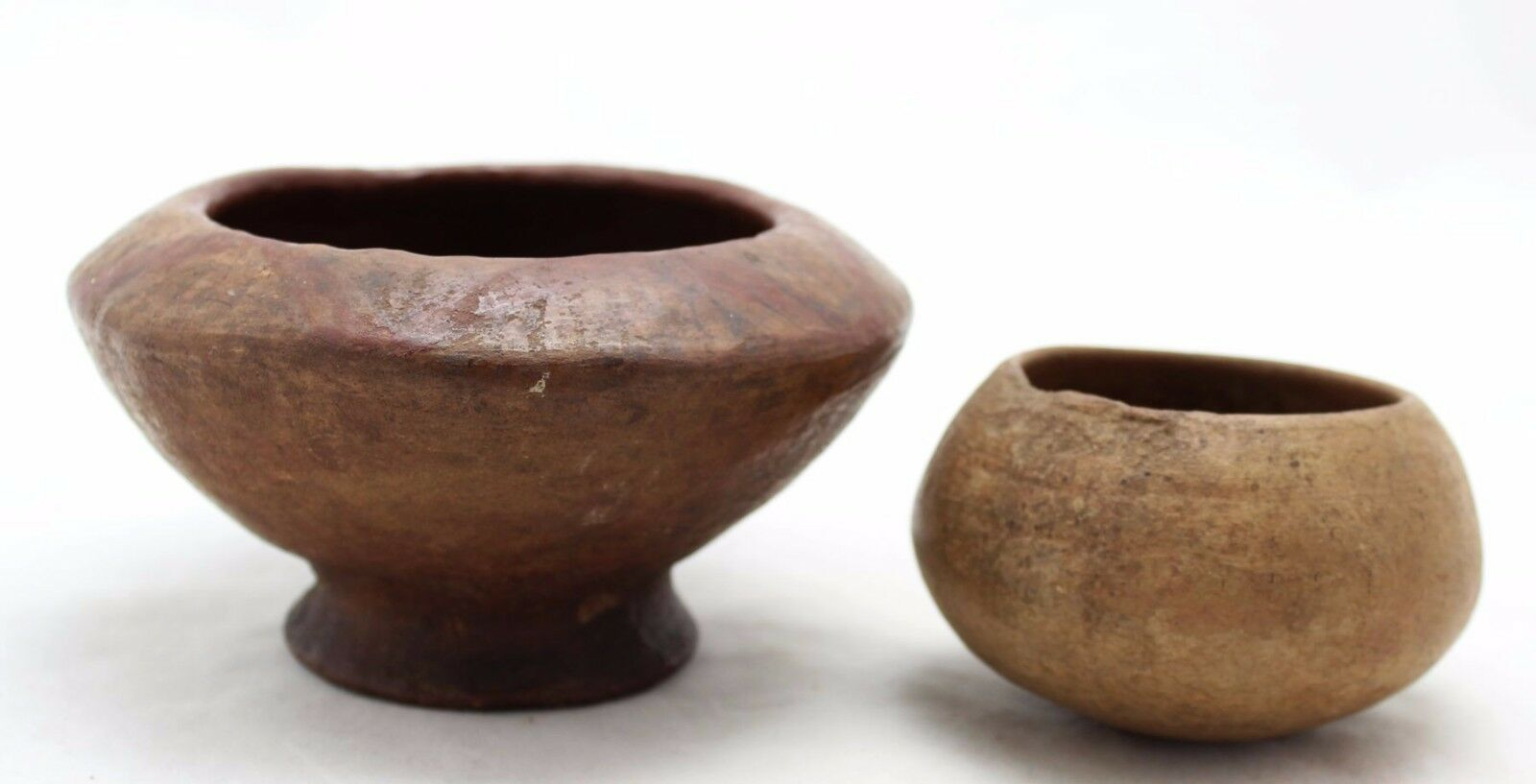 2x antique Pre Columbian pottery, small ceramic bowls, 1 with decoration