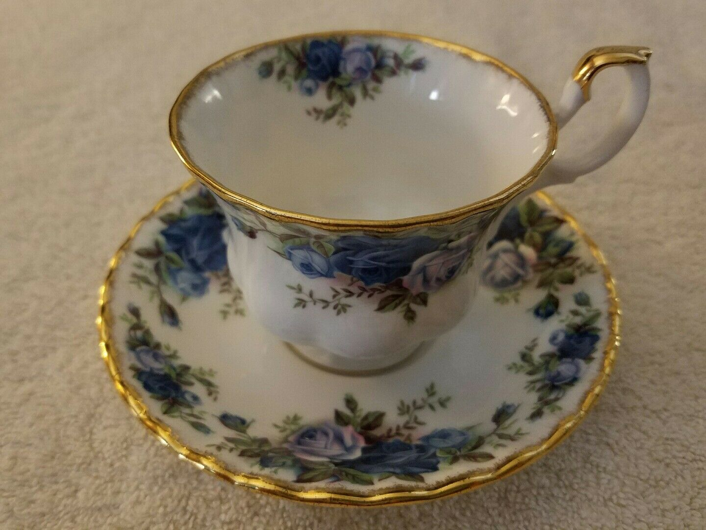 vintage royal albert moonlight rose bone china england tea cup and saucer picclick uk. Black Bedroom Furniture Sets. Home Design Ideas