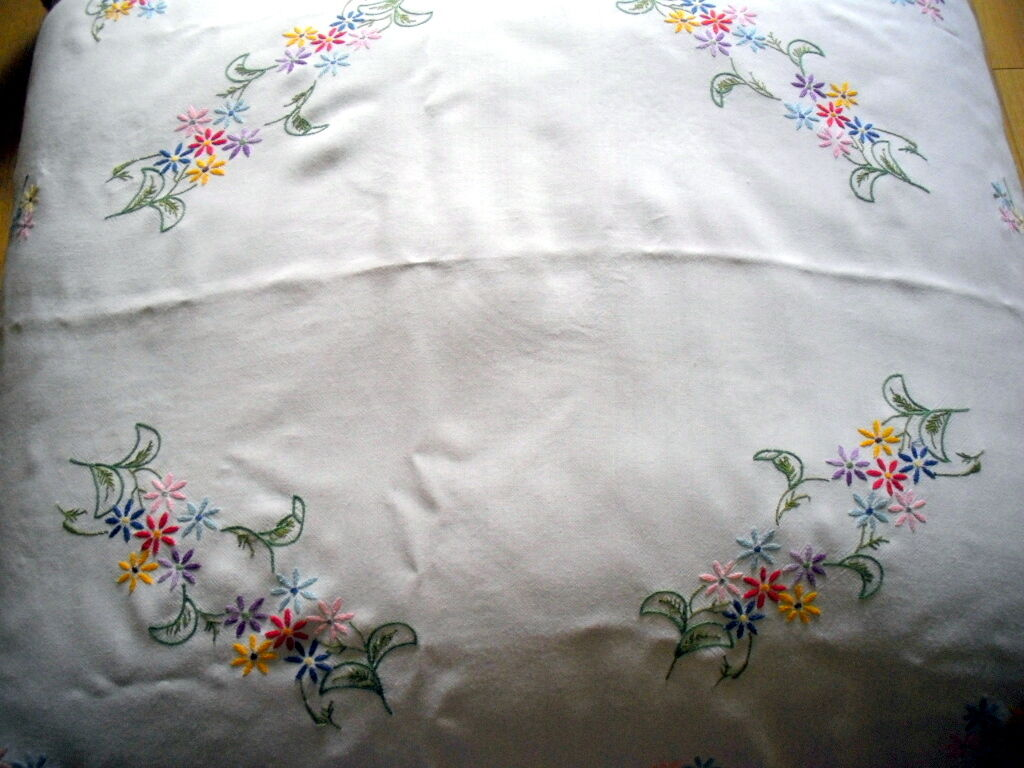 Vintage tablecloth pretty hand embroidered flowers crochet
