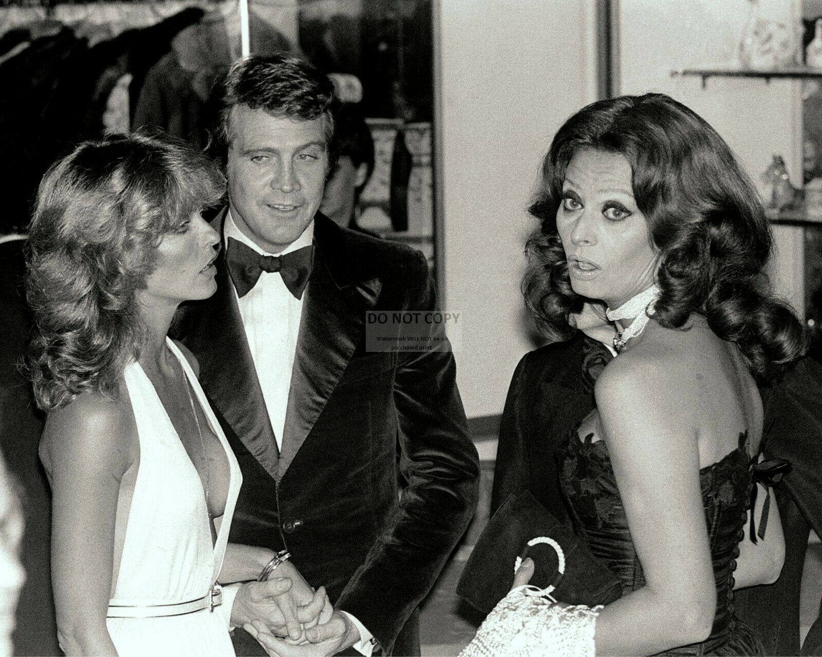 LEE MAJORS WITH Wife Farrah Fawcett And Sophia Loren - 8X10 Photo ...
