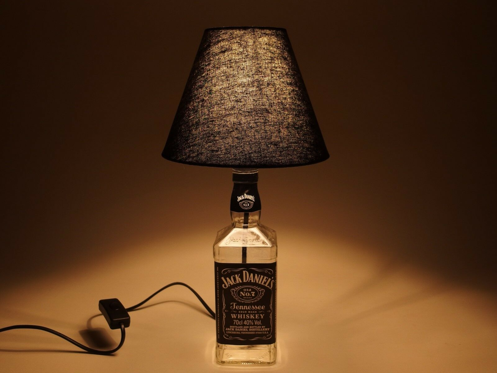 jack daniels flaschen lampe tischlampe led 220v mit schalter s2k 0 7l eur 39 99 picclick de. Black Bedroom Furniture Sets. Home Design Ideas