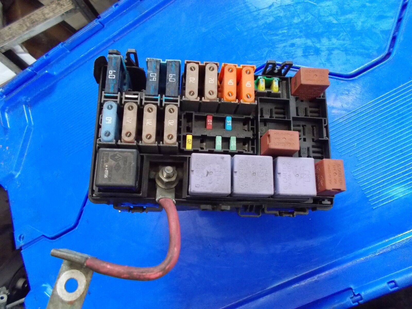 2004 Renault Laguna Mk2 20 Turbo Fuse Box 8200727044 1995 Cover 1 Of 2only Available