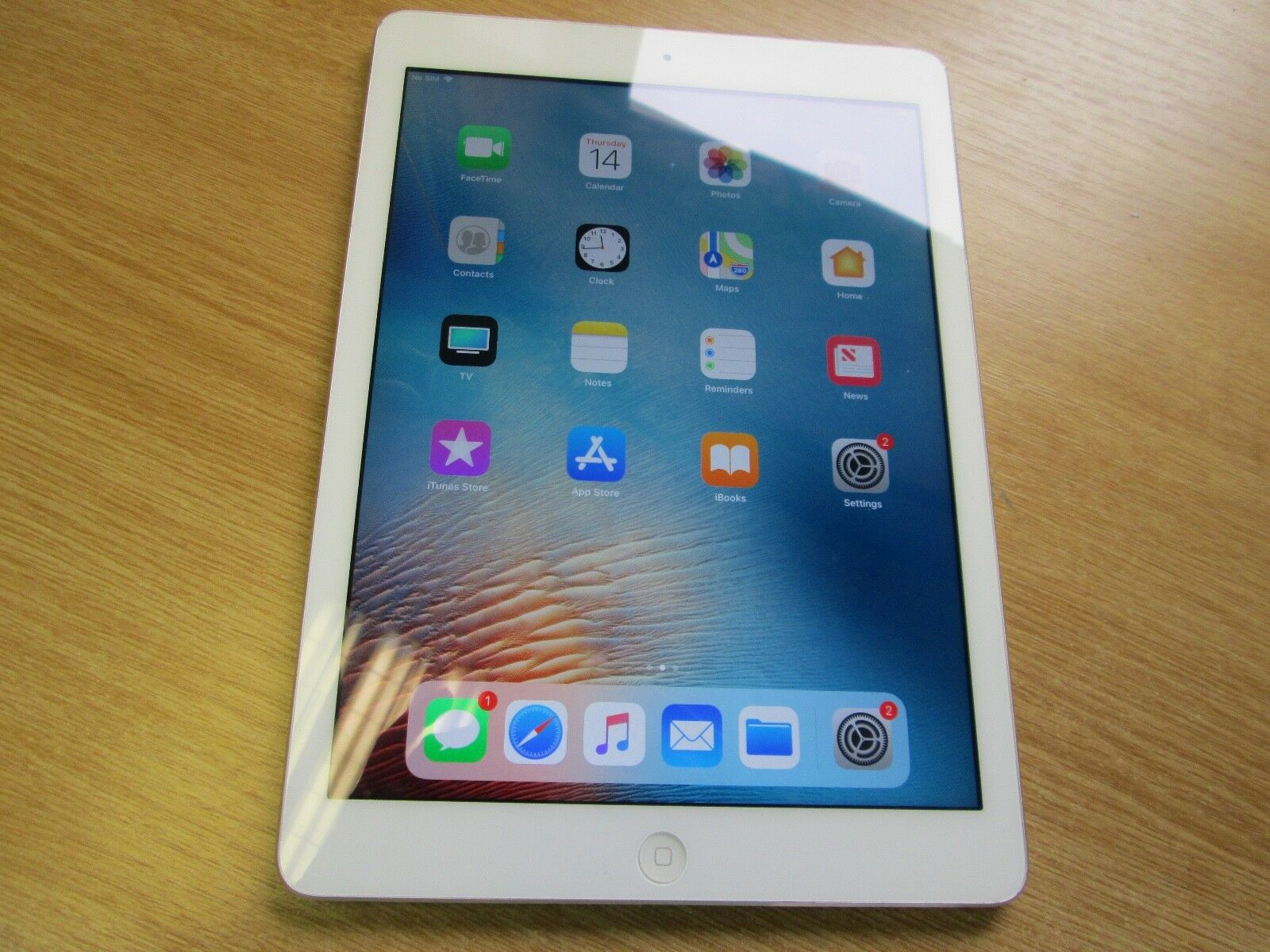Apple Ipad Air 1st Gen 16gb Wi Fi 4g Vodafone 97in Silver 1 Sur 3seulement Disponible