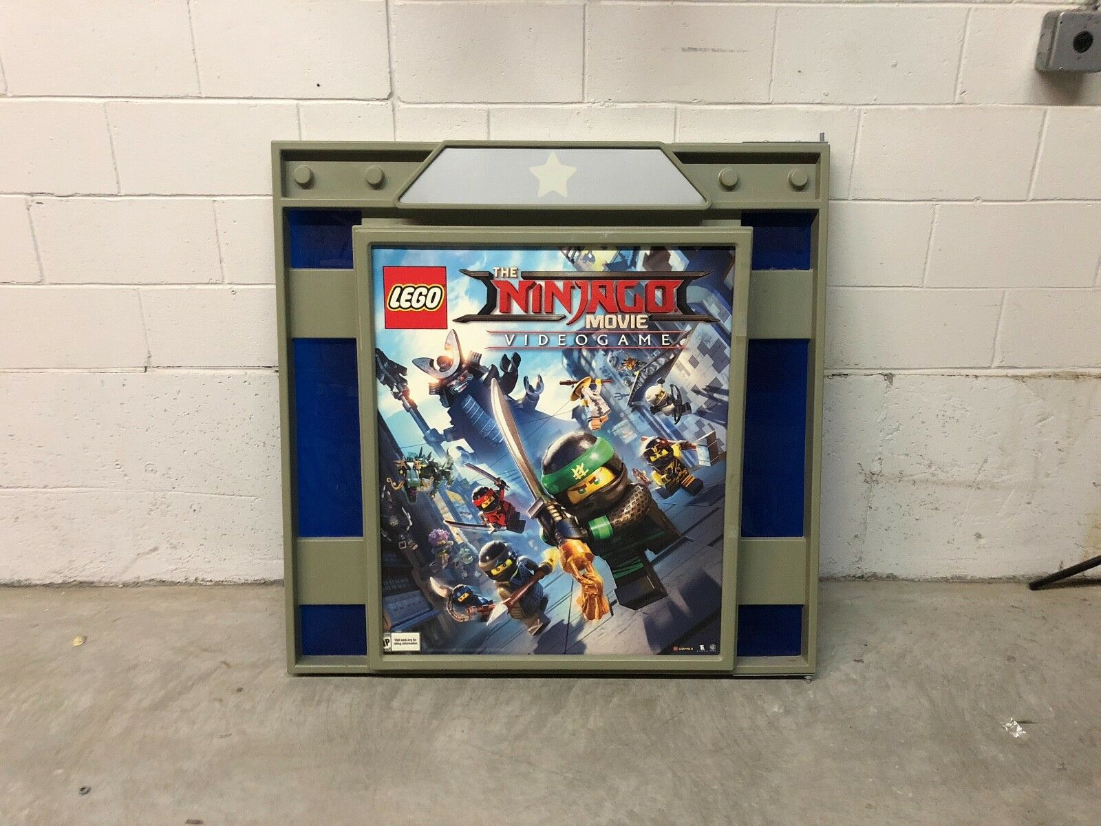 Toys R Us R Zone Video Game Sign Holder Nintendo Lego Video Games
