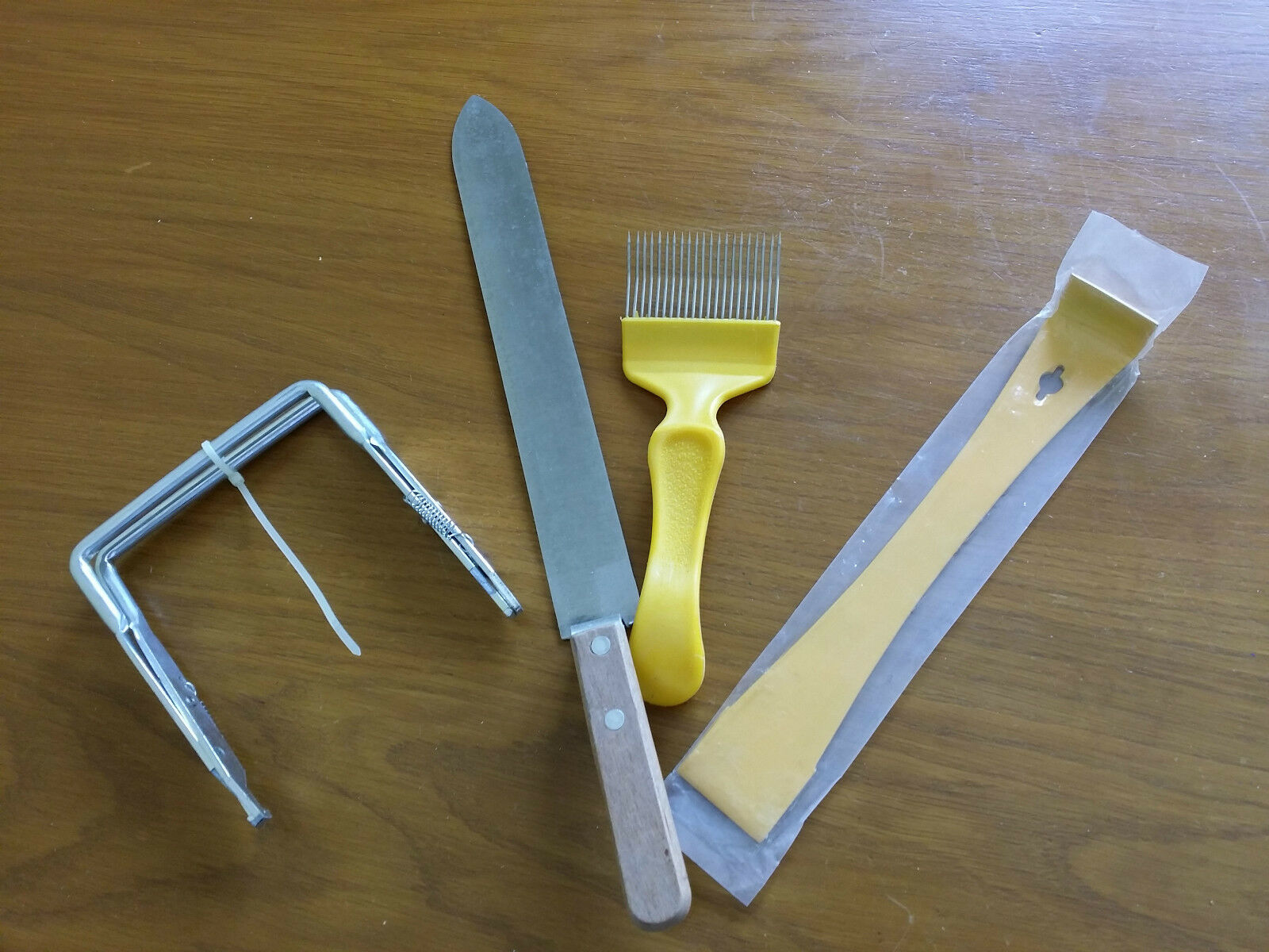 Bee Hive Frame Gripper Honey Uncapping Fork & Hive tools