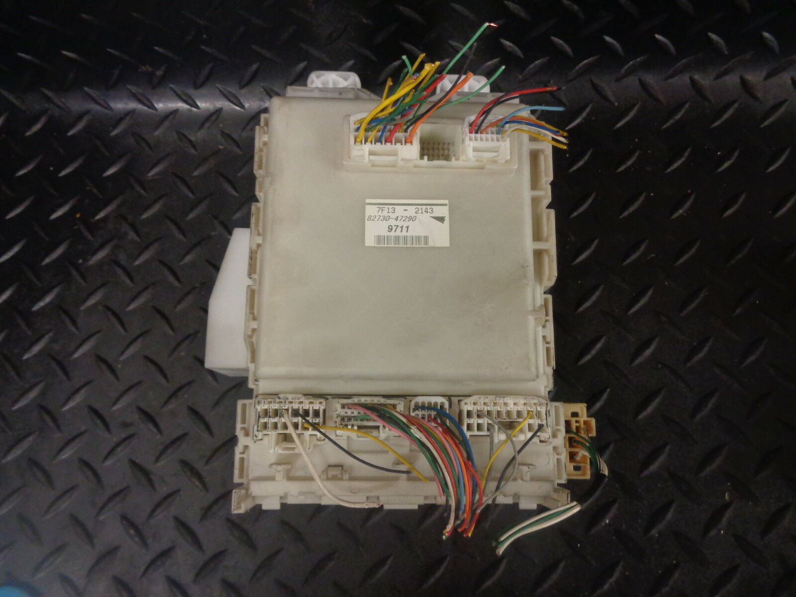2007 TOYOTA PRIUS 1.5 VVTi T HYBRID 5DR FUSE BOX 82730-47290 1 of 2Only 1  available ...