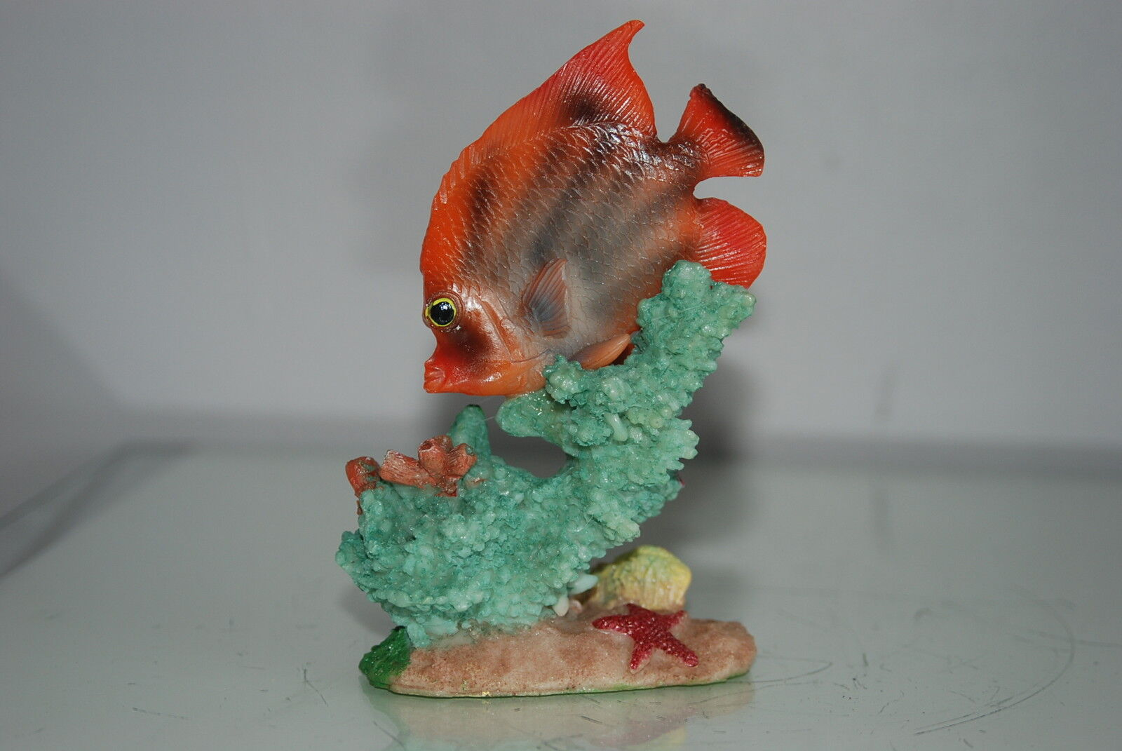 Aquarium Detailed Fish With Coral Base 10 x 5 x 13.5 cms For All Aquariums
