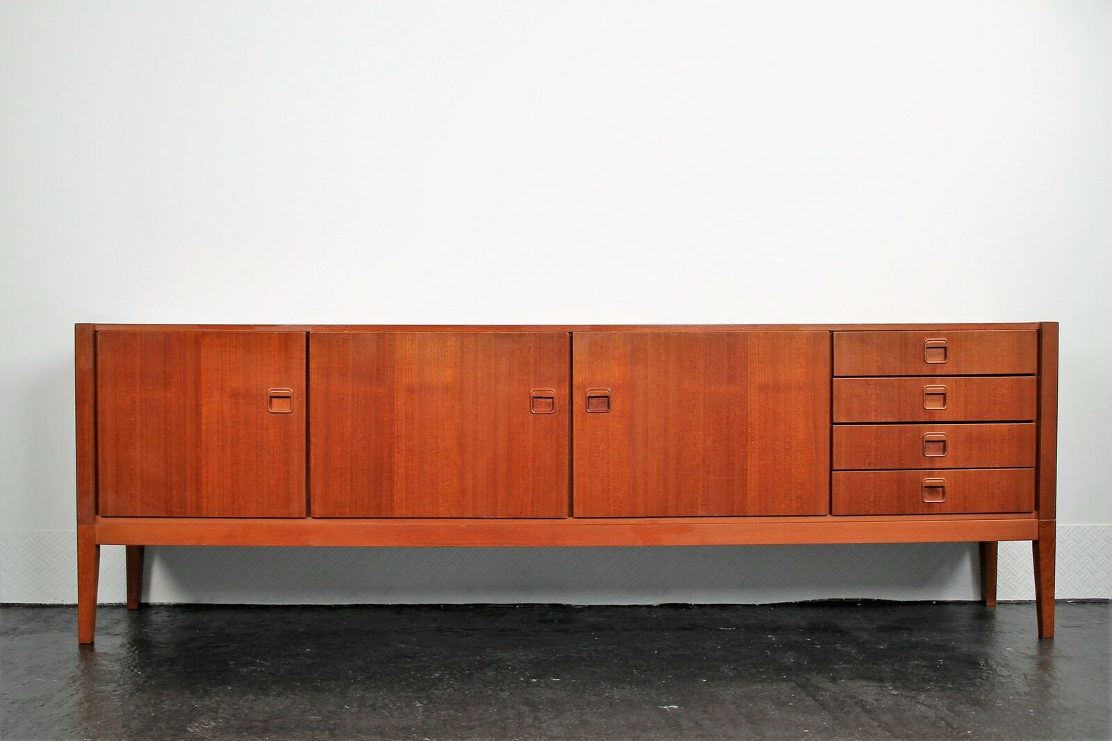 fristho sideboard teakholz kommode credenza design teak 60er 70er eur 590 00 picclick de. Black Bedroom Furniture Sets. Home Design Ideas